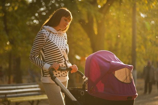 Çocuk bakıcısının seçerken önemli olan diğer bir husus ise annenin ve bakıcının hayata bakışı, çocuk büyütme yaklaşımlarının birbirine yakın olmasıdır.