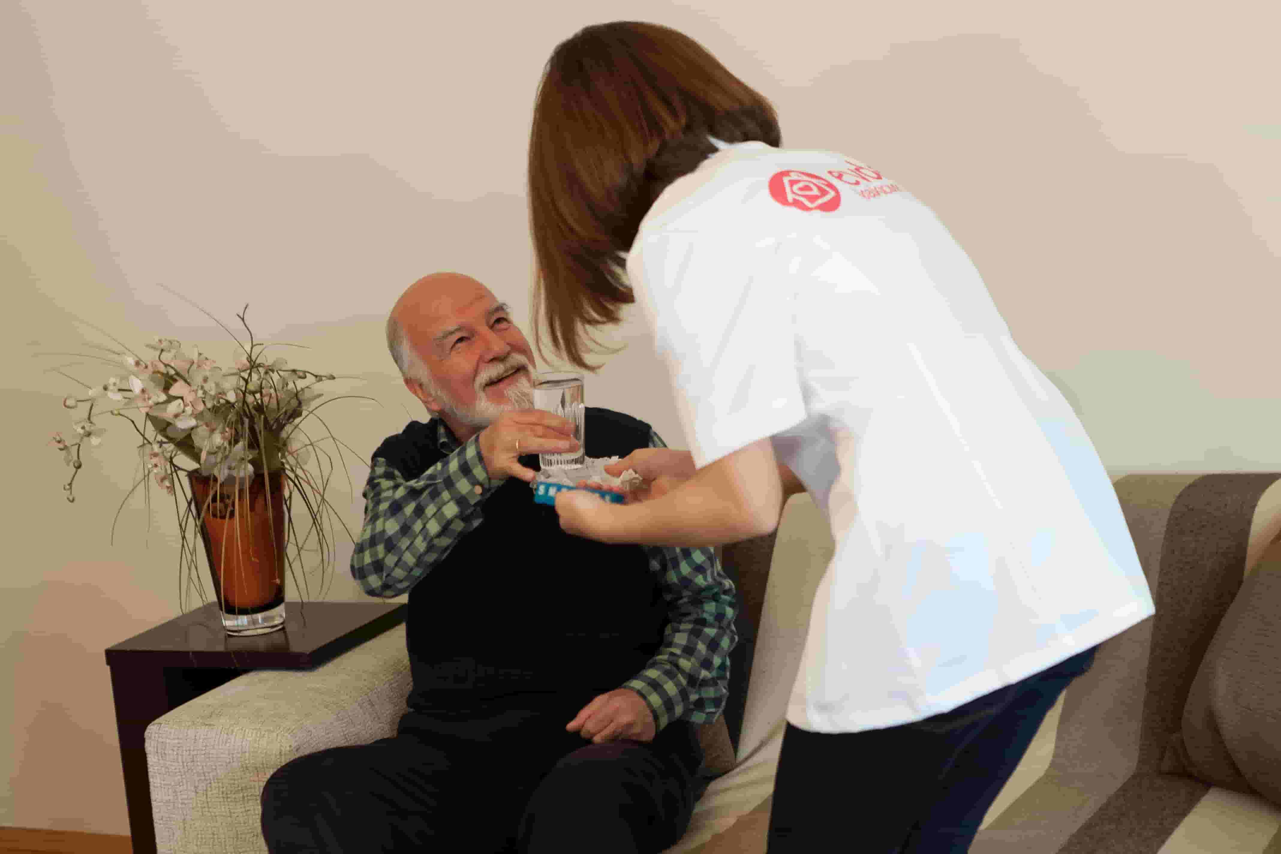 Alzheimer Hastaları İçin Beslenmenin Önemi ve Yararlı Bilgiler