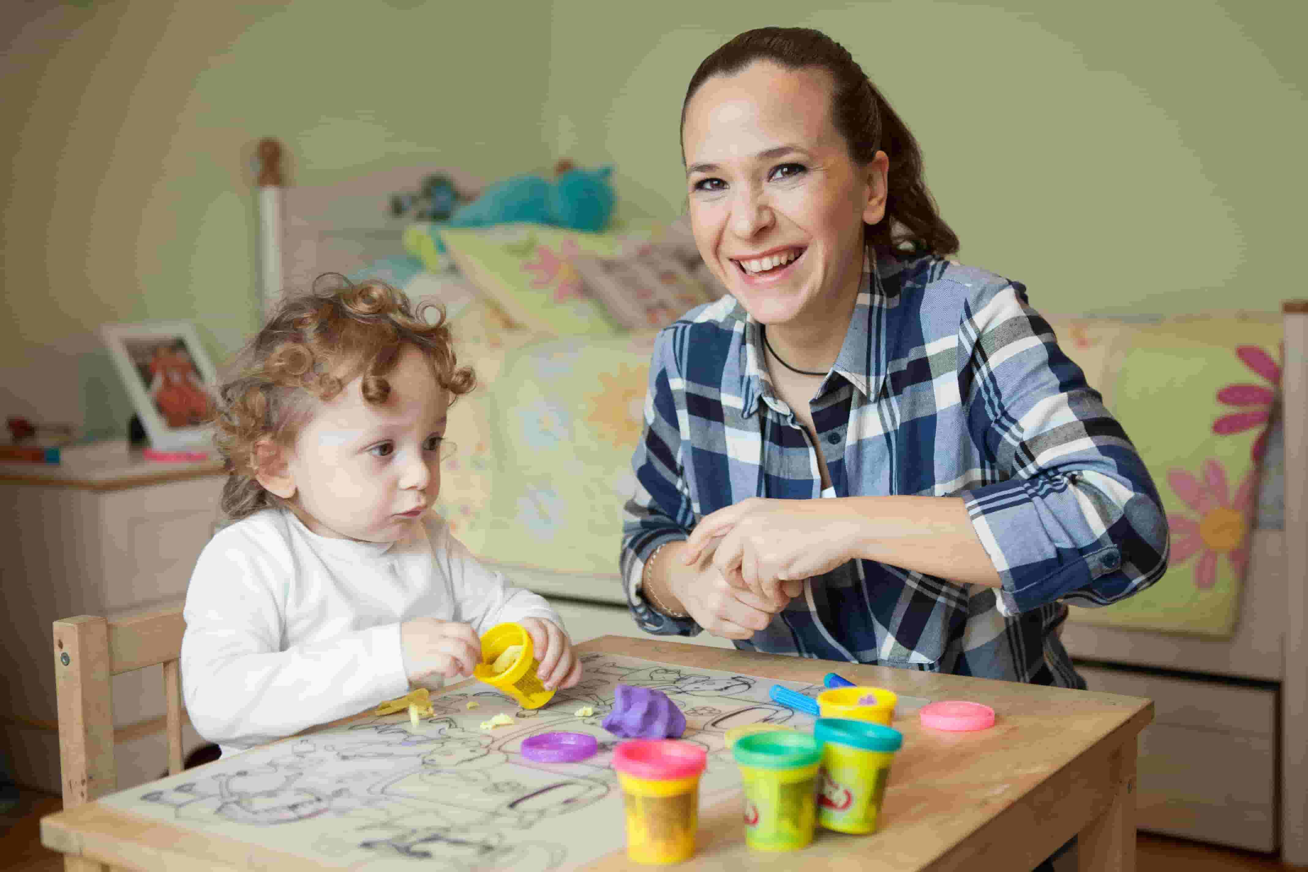 Ebeveynler meşgulken çocukların bakımı