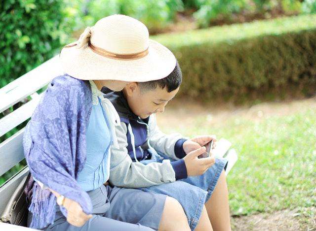 Aile tarafından yaşanılan en büyük bakıcı sorunlarından biri de iletişim problemidir.